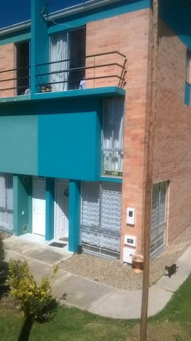 casa campestre habitacion tercer piso balcon - Tunja - Dům