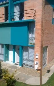 casa campestre habitacion tercer piso balcon - Tunja - 獨棟