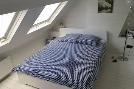 Large bedroom & own bathroom - Rhode-Saint-Genèse