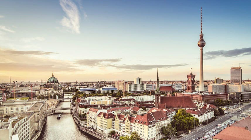 City Alexander Platz Condo / Netflix / Fast WiFi