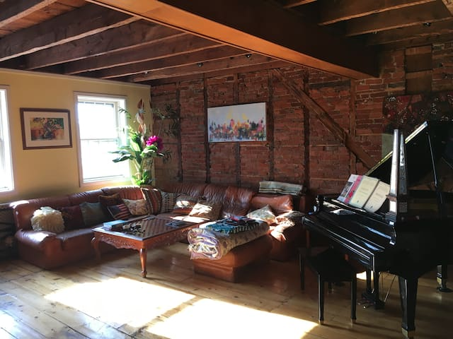 STUNNING apartment w/river views in town! - Lambertville - Apartamento