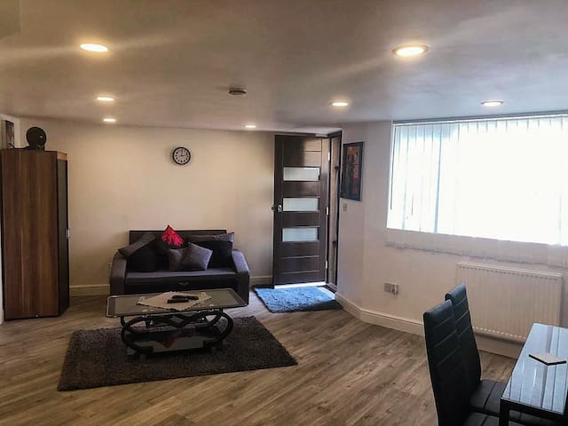 Brand new studio flat in Bushey Heath