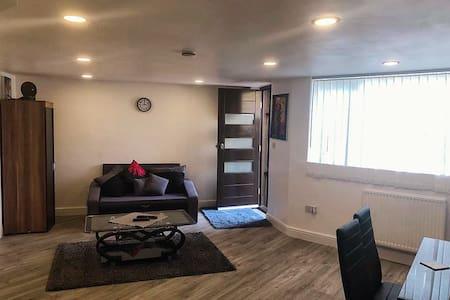 Brand new studio flat in Bushey Heath