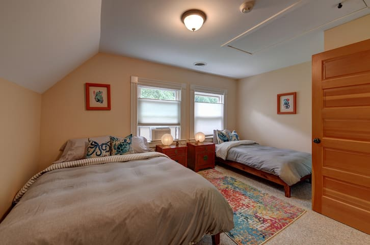 Bedroom 4- full/double bed and twin bed