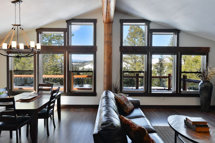 Beautiful New Log Home on Golf Course - East Kootenay C - Skáli
