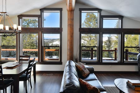 Beautiful New Log Home on Golf Course - East Kootenay C - Cabane