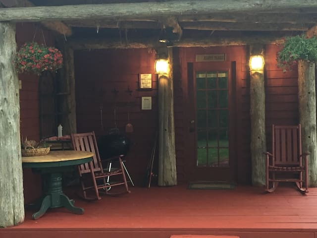 The Ponderosa Hideaway and Outlaw Corner