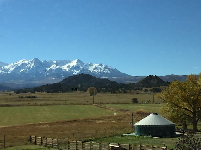 Fully Furnished YURT!  Close to Skiing and Hiking - Ridgway - Jurta