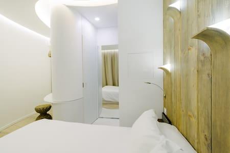 "Chambre inspiration ""HELSINKI"", accès SPA & Jardin - Clichy - Hotel butique"