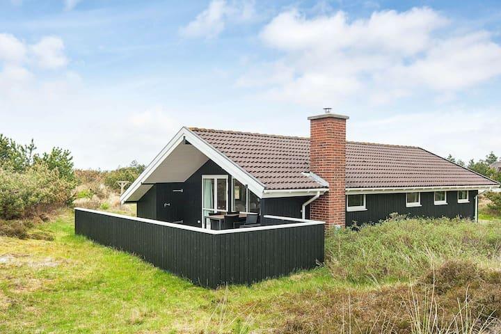 Wunderschönes Ferienhaus in Blåvand mit Terrasse