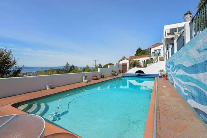 Bright room with 360 Bay view, pool, and spa! - Berkeley - Villa