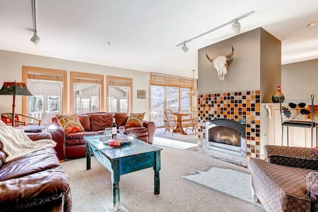 Superior Point #2F - Updated Condominium with Two Fireplaces and Private Hot Tub