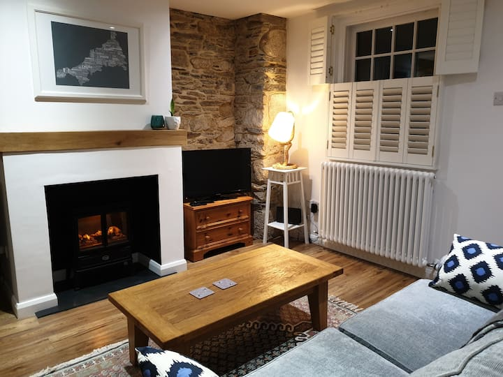 The Blue Bee - a cosy Cornish cottage for two