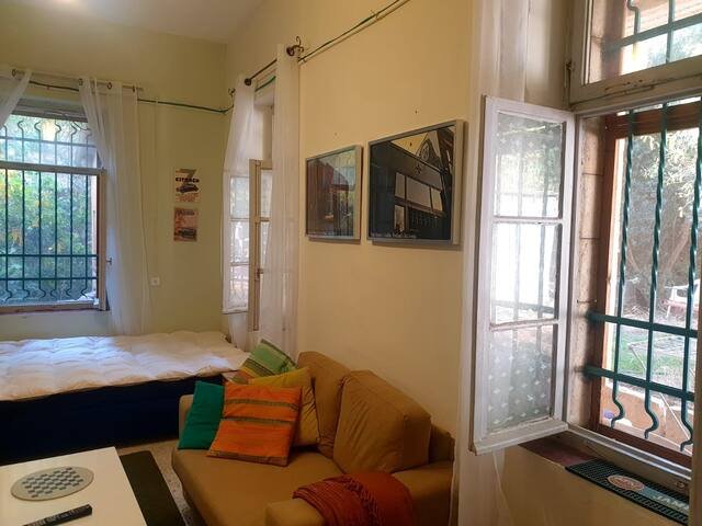 studio apartment in the heart of old Katamon