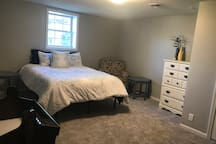 Queen size bed w/ an additional air mattress (if needed)
