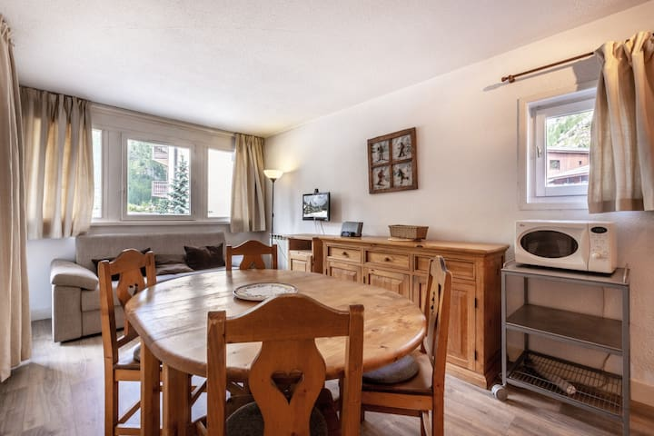 Comfortable Ski-in/Ski-out apartment with covered parking space right in the heart of the resort