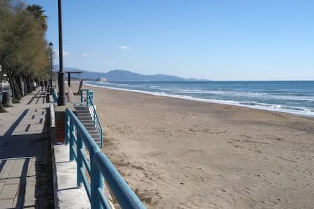 Family flat 2 steps from the beach - 테라치나(Terracina)