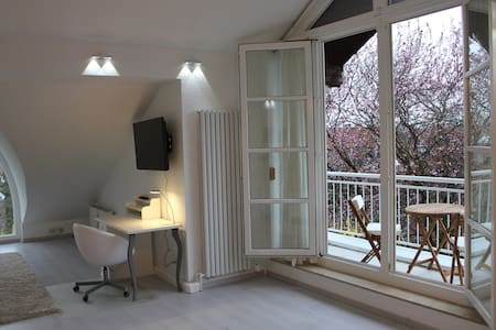 Charming studio apart. near Rhine - Düsseldorf - アパート