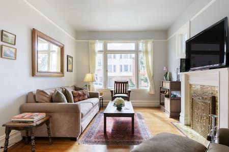 Relax in a Charming Edwardian Flat in Russian Hill