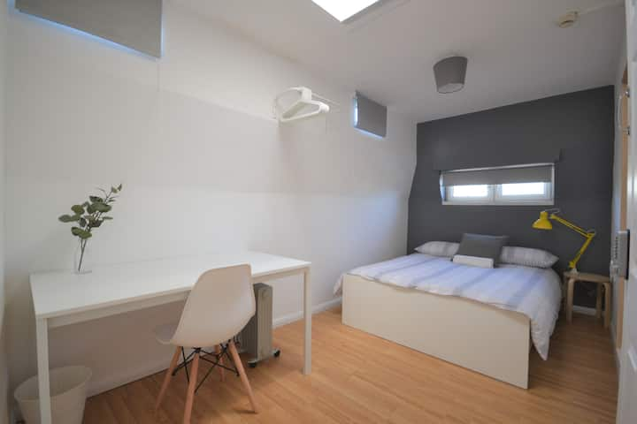 HB4-2 Double Room in the Heart of Brick Lane