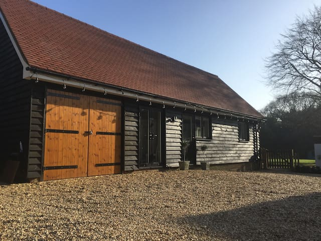 Bright spacious barn conversion. - Godalming