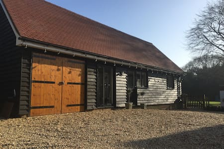 Bright spacious barn conversion. - Godalming - Gästhus