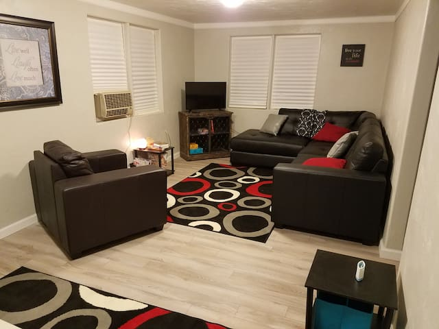 Canon City Executive Modern Retreat (Dog Friendly)