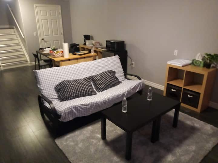 Beautiful Private Basement Suite - Multiple Guests