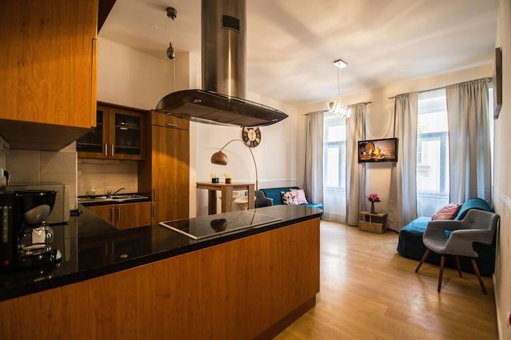 Riverside flat by Ruterra