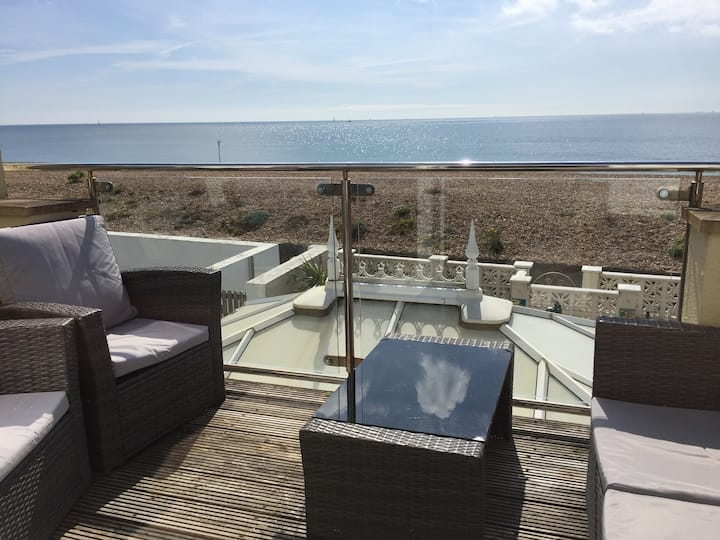 Sea to Sky Cottage: On the BEACH Hayling Island