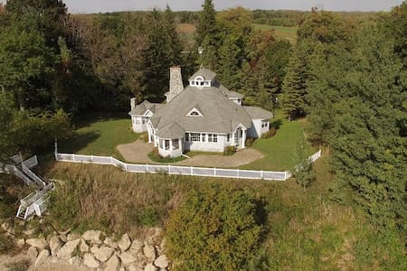 "Lakefront retreat, private sand beach ""Merrihill"" - Port Colborne - Kabin"