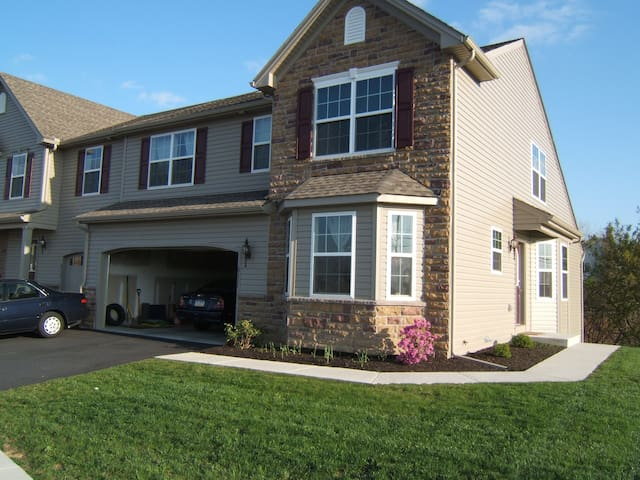 NewHouse, Hershey Park 15 Minutes - Harrisburg - Townhouse