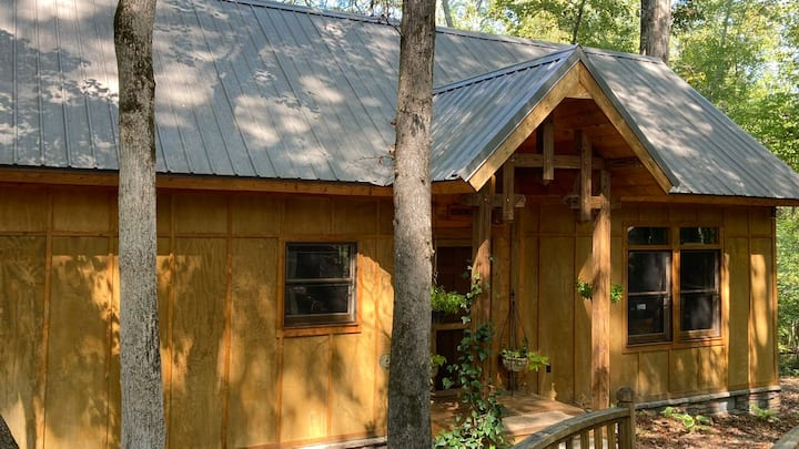 PRIVATE CABIN near Callaway..Dining open here!
