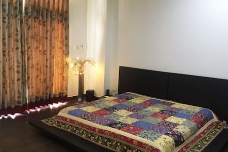 A/C Private Room + Living Room + Kitchen +Washroom - Ghaziabad - Bed & Breakfast