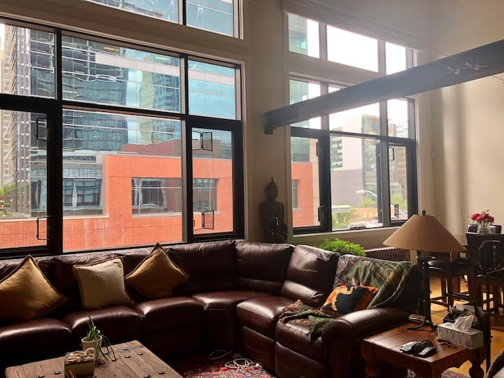Luxury Loft Condo in downtown CalgarySTAMPEDE PARK