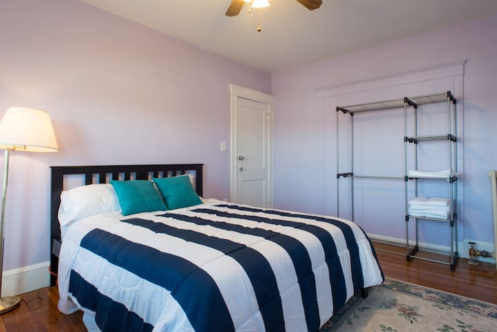 Near subway redline-- luxury stay Bedroom( #1 )