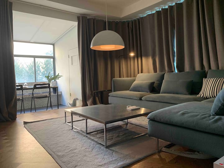 dymk(spacious livingroom with two bedroom)