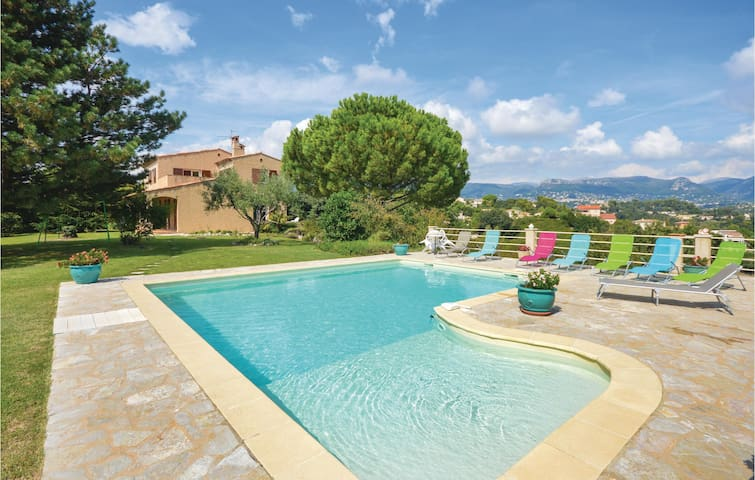 Holiday cottage with 4 bedrooms on 200m² in Saint Paul de Vence
