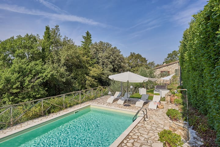 Barn in stone with private  pool&garden