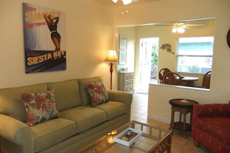 Delightful, cozy Siesta Key Cottage! Ebb Tide #2 - Siesta Key