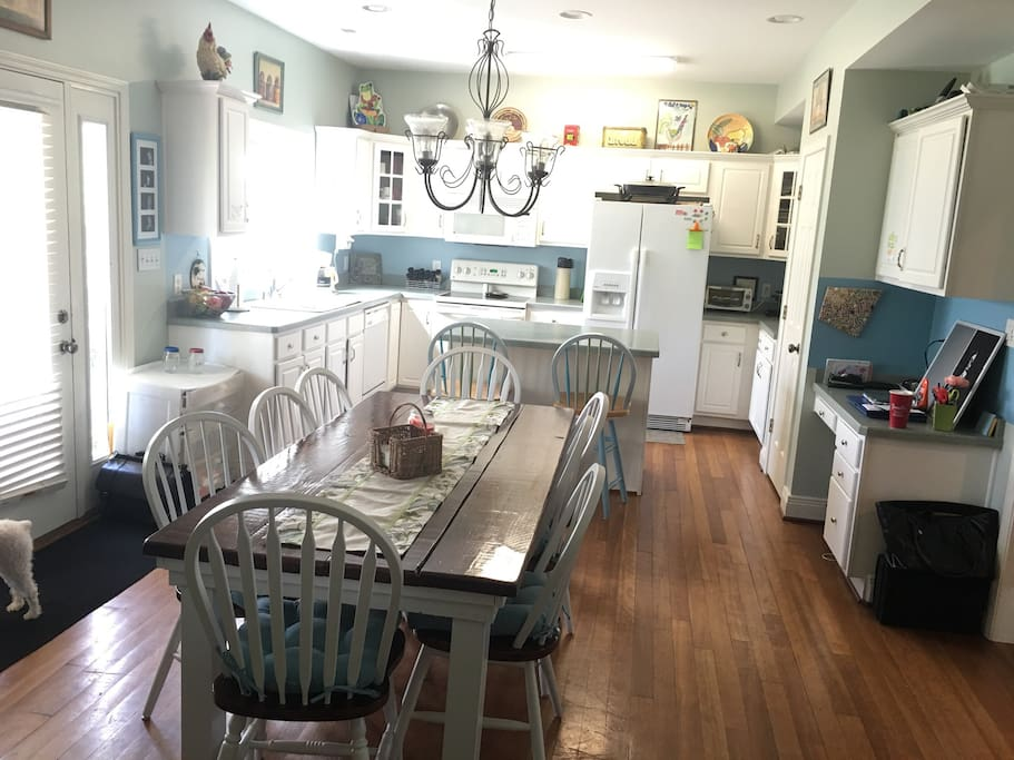 Eat-in kitchen with numerous appliances and garden window