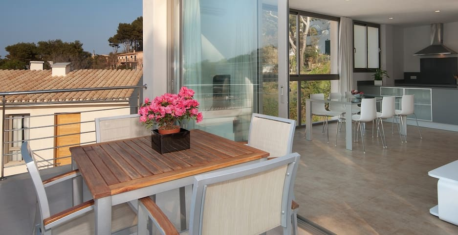 Modern house for maximum of 6 people - Cala Sant Vicenç - Huis