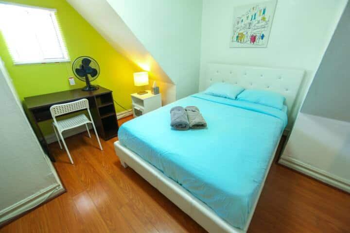 Maryplaces Mansard Room in cozy house Koreatown LA