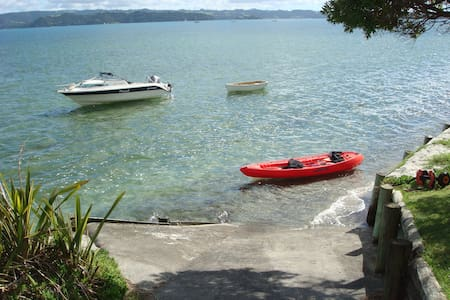 Harbourside Getaway. waterfront, 2 bedroom...