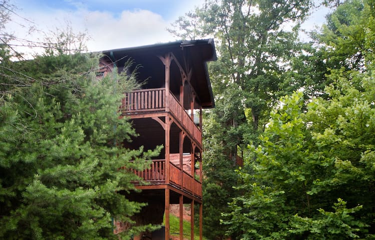 Luxury Cabin in Gatlinburg Falls-NO FIRE DAMAGE - Gatlinburg - Cabin