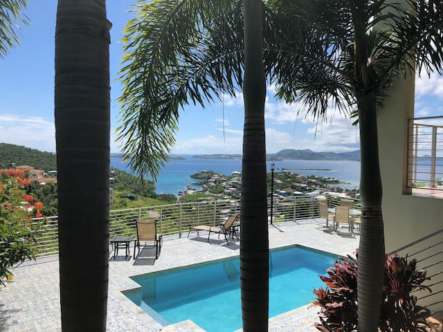*3 BR/3BA**Close to Cruz Bay**Stunning Views**