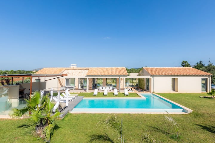 """Charming Finca """"Es Mallol"""" with Pool, Garden, Air Conditioning & WiFi; Parking Available"""