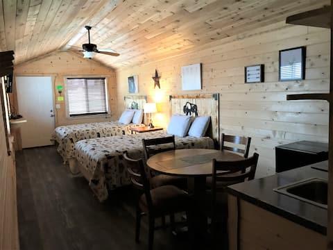 Cabin near Yellowstone sleeps 4.
