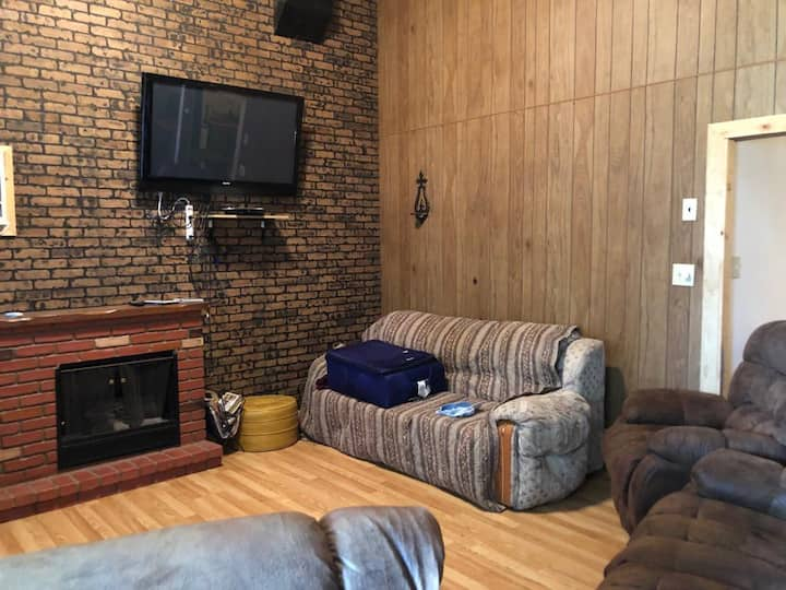 Cozy apartment in the heart of Butte, NE!