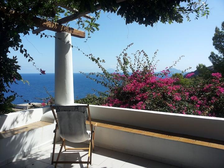 Casa di Tonino: serenity and nature in Salina